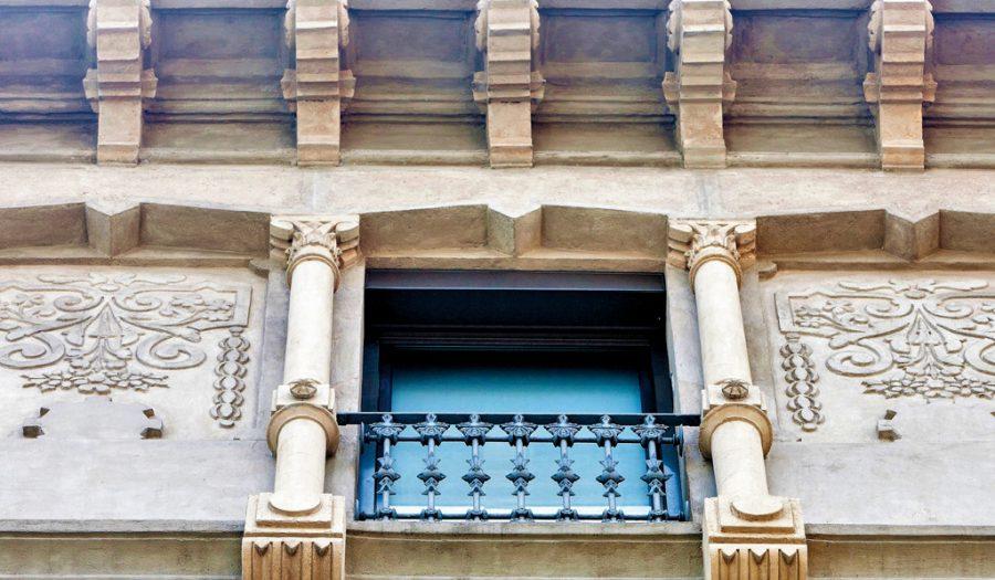 Detalle ventana Ronda Universitat, 6 GTA Europa