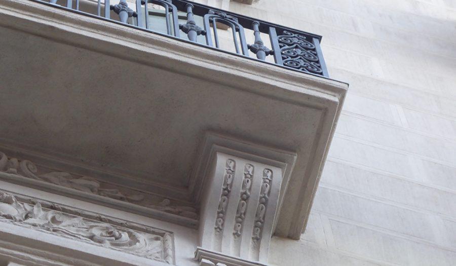 Detalle balcón y ménsula edificio de Enric Sagnier Diagonal, 482. Rehabilitado pro GTA Europa